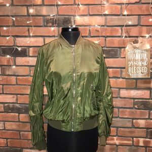 🍏🍁Army Green Bomber Jacket Silky Great for Fall